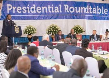 President Uhuru Kenyatta addressing government officials and KEPSA members during the 8th Presidential RoundTable held on May 10, 2018 at State House, Nairobi.