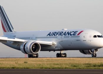 French national carrier Air France is set to launch two additional weekly flights to Nairobi beginning April 1, a move that will cement its presence after an 18-year absence which ended last year. Air France last year resumed flights to Nairobi after an eighteen-year hiatus. The announcement comes ahead of the state visit to Kenya by the French President Emmanuel Macron.